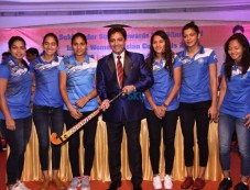 Sukhwinder Singh With Players Of Indian Women's Hockey Team Photos