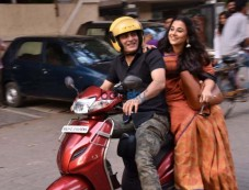 Vidya Balan And Manav Kaul Promote Tumhari Sulu On A Scooty Photos