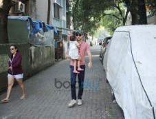 Imran Khan Spotted At Bandra Photos