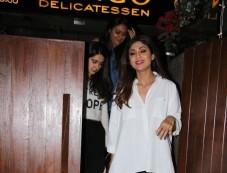 Shilpa Shetty Spotted At Indigo Bandra Photos