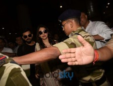 Virat Kohli And Anushka Sharma At Mumbai Airport Photos