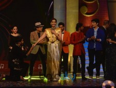 Akshay Kumar & Sonam Kapoor Part Of Sa Re Ga Ma Pa Marathi Grand Finale Photos