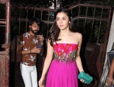 Alia Bhatt Spotted At Pali Hill In Bandra Photos