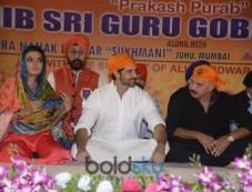 Celebs In Sikh Kirtan At Juhu Photos