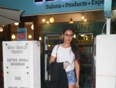 Fatima Sana Shaikh Spotted B Blunt  Khar Photos