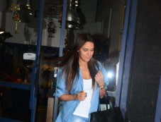 Neha Dhupia Spotted At Salon In Bandra Photos