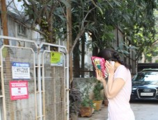 Sara Ali Khan Spotted At Tip And Toe Salon Juhu Photos