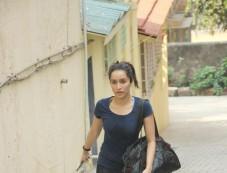 Shraddha Kapoor Spotted At Bandra Photos