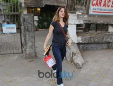Sussanne Khan Spotted At Kromakay In Juhu Photos