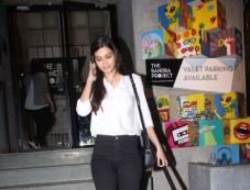 Diana Penty Spotted At Pizza Express In Bandra Photos