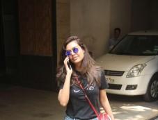Esha Gupta Spotted At Bandra Photos