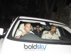 Shahrukh Khan Spotted At Dilip Kumar House Bandra Photos