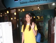 Yami Gautam Spotted At BBlunt In Bandra Photos