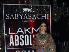 Kareena Kapoor Walks For Sabyasachi At Grand Finale Of Lakme Fashion Week 2016