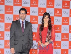Kriti Sanon Unveils Gionee's Latest Mobile Phone