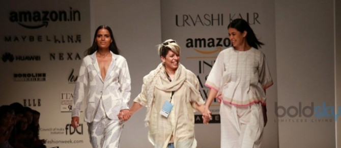Designer Urvashi Kaur Show At AIFW 2016