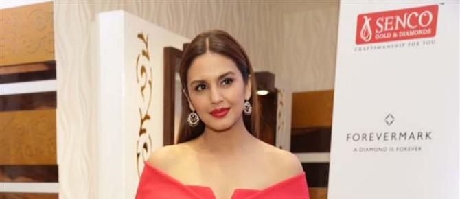 Huma Qureshi Unveil Senco Gold And Diamonds Exclusive Collection