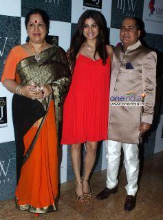 Shamita Shetty With her Parents