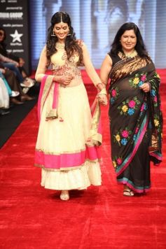 Actress Sayali Bhagat with her Mother