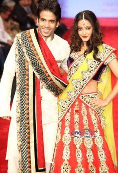 Tusshar Kapoor and Raima Sen