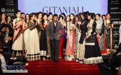 Vikram Phadnis with celebrities