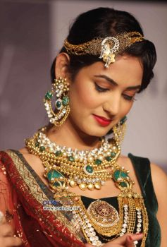 Sonal Chauhan Walking the Ramp at IIJW 2012