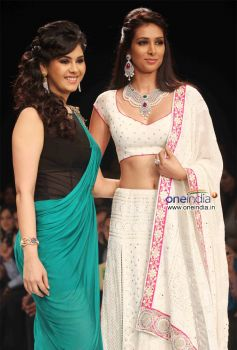 Neha Lulla and Preeti Desai Walks the Ramp For IGI