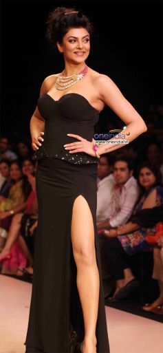 Sushmita Sen Walked the Ramp for BG Jewellers