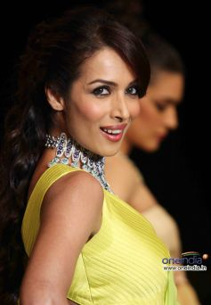 Malaika Arora Khan showstopper for KGK Entice show