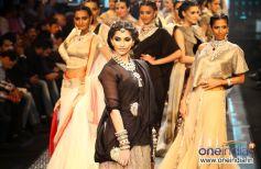 Sonam Kapoor walks the ramp at the IIJW Grand Finale