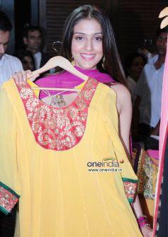 Aarti Chhabria posing with Salwar kaaamez