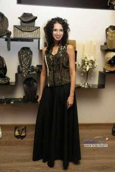 Aparna Badlani wears a Bustier by Anaikka