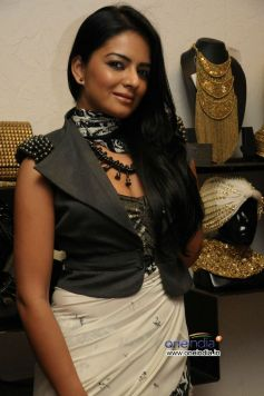 Himanshi Chowdhary wears Anaikka accessories