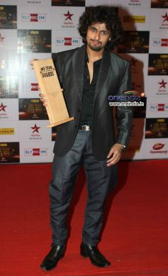 Sonu Nigam  At Big Star Entertainment Awards 2012