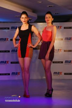 A models walks  on the ramp