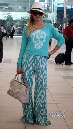 Paris Hilton spotted at Mumbai airport