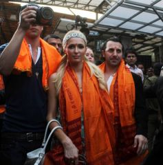 Paris Hilton visited Siddhivinayak Temple