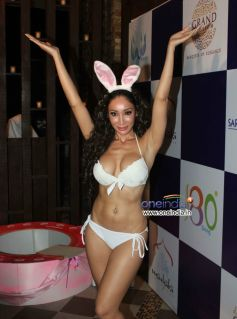 Sofia Hayat Celebrates her Birthday By Exposing in Bikini