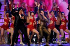 Shahrukh Khan Performing with Karishma Kapoor