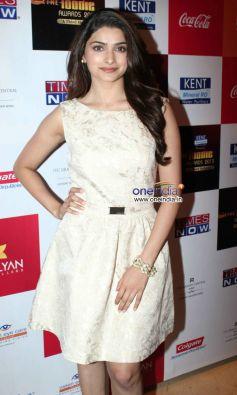 Prachi Desai at The Foodie Awards 2013