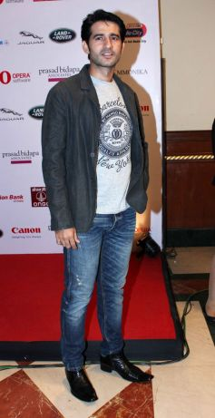 Hiten Tejwani @ Smile Foundation Fashion Show