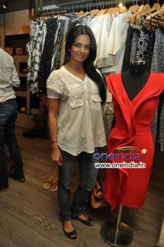 Himanshi Choudhary at Preview of Krishna Mehta Collections
