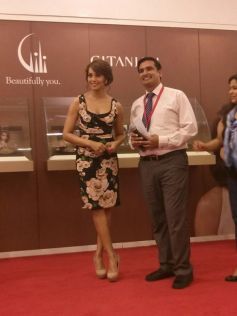 Bipasha Basu Launches Gili at Paris Gallery