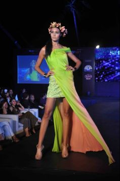 fashion show by Mod'art students