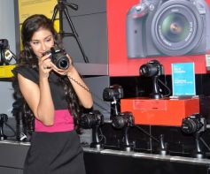 Navneet Kaur Dhillon visits Reliance
