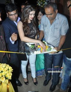 Prachi Desai at Inauguration of 10 Jewel Diamond Store