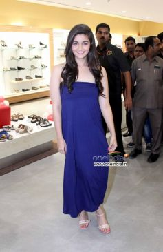 Alia Bhatt inaugurate biggest Bata store at Thane