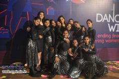 Soni Gupta and Aanchal Gupta with Girls from Dharavi
