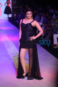 Alia Bhatt Walks At IIJW 2013 Ramp