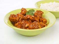 Chicken In Tomato Gravy: A Recipe Without Onions